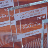 Gläsernere Siegerpokale zum Innovationspreis-IT 2010.